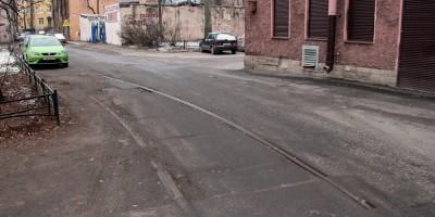 Гдовская улица, трамвайные рельсы
