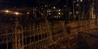 Решетка вдоль Новороссийской улицы
