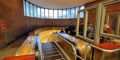 Станция метро Елизаровская, эскалаторы
