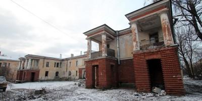 Улица Крупской, 14, фасад с колоннами