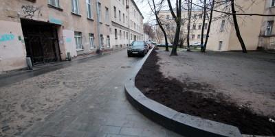 Улица Репина, поребрик