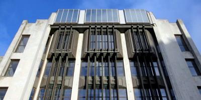 Здание Электронстандарта на площади Победы, стеклянный этаж