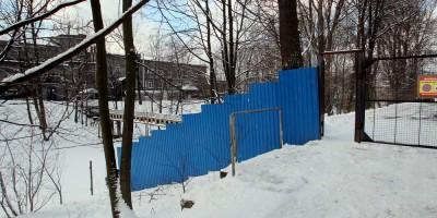 Река Монастырка, забор