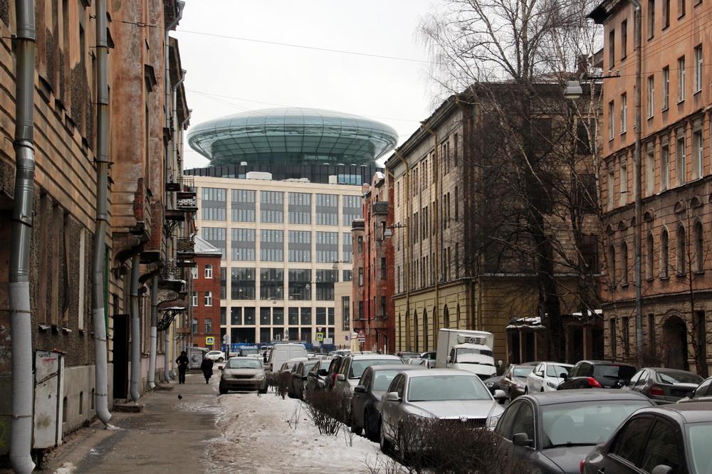 Новгородская улица, 20, Невская ратуша, летающая тарелка