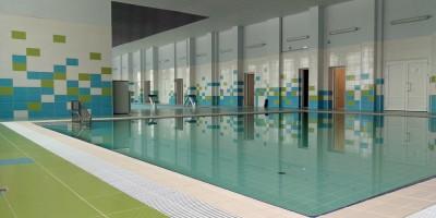 Школа в Шушарах, бассейн