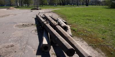 Набережная Мартынова, бывшее трамвайное кольцо, столбы
