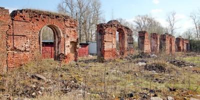 Павловск, манеж на Артиллерийской улице, 4, руины
