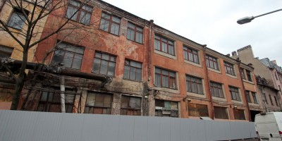 Пионерская улица, дом 33, литера А, правый корпус на Малой Разночинной улице