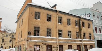 Старинное здание на 4-й Советской улице