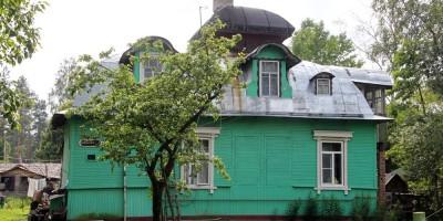 Дача Садалиса на Речной улице в Песочном