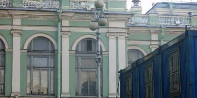 Оригинальный фонарь у Мариинского театра