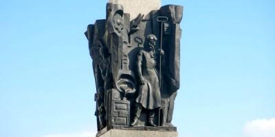 Памятник рабочим завода имени Калинина