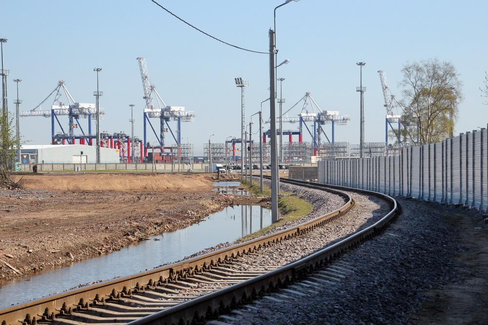 Порт Бронка, железная дорога