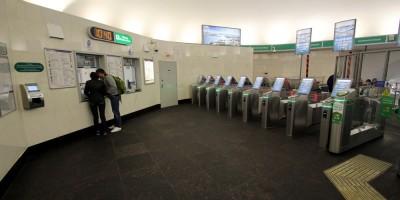 Станция метро Васлеостровская, турникеты