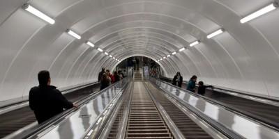 Станция метро Васлеостровская, эскалатор