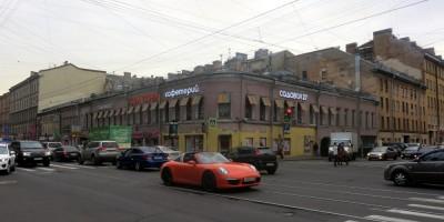 Здание с театром «Приют комедианта»