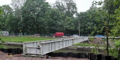 Черная речка, мост с теплотрассой, балка