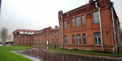 Главное здание лазарета Охтинского порохового завода на улице Красина, 10
