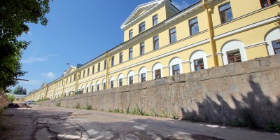 Колпино, администрация Колпинского района, дворовый фасад