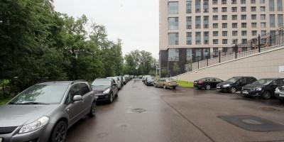 Набережная Черной речки, машины