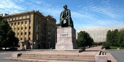 Площадь Чернышевского, памятник Чернышевскому