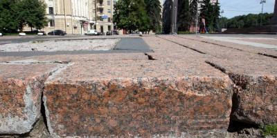 Площадь Чернышевского, могильная плита
