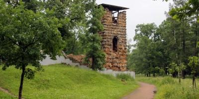 Стрельна, Орловский парк, башня-руина