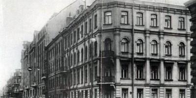 Угол Кузнечного переулка и улицы Достоевского
