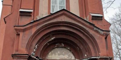 Костел на Минеральной улице, вход