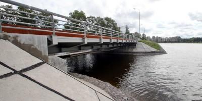 Набережная Гребного канала, Бычий мост