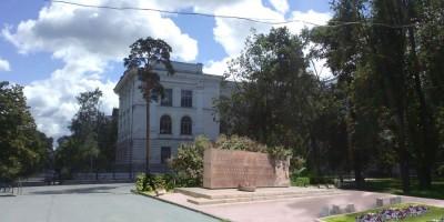 Памятник у «Политехнической»