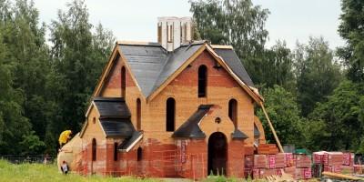 Строительство церкви в Московской Славянке
