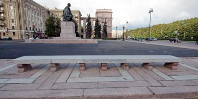Площадь Чернышевского, скамейки