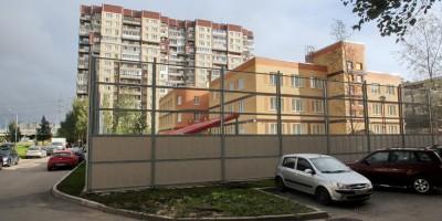 Российский проспект, 19, детский сад, забор
