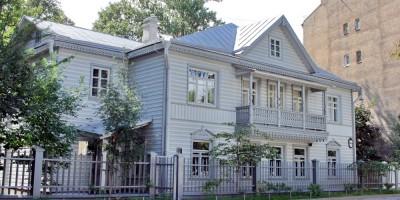 Улица Профессора Попова, 10