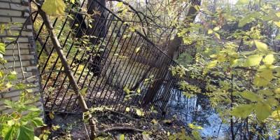 Бумажный канал, забор в реке