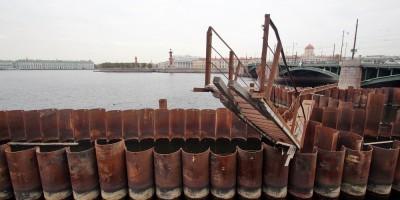 Нева, шпунты у Биржевого моста