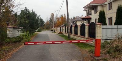 Петергоф, Средняя улица, шлагбаум