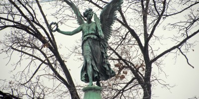 Конногвардейский бульвар, ангел