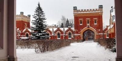 Петергоф, Дворцовые конюшни, западный двор