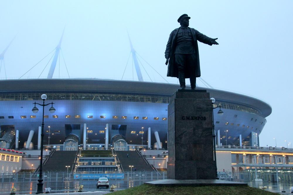 Стадион на Крестовском острове, памятник Кирову