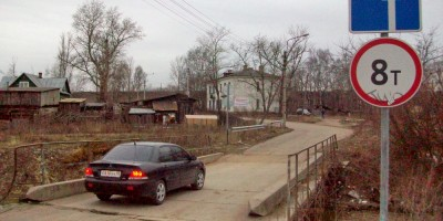 Старо-Пановский мост с машиной