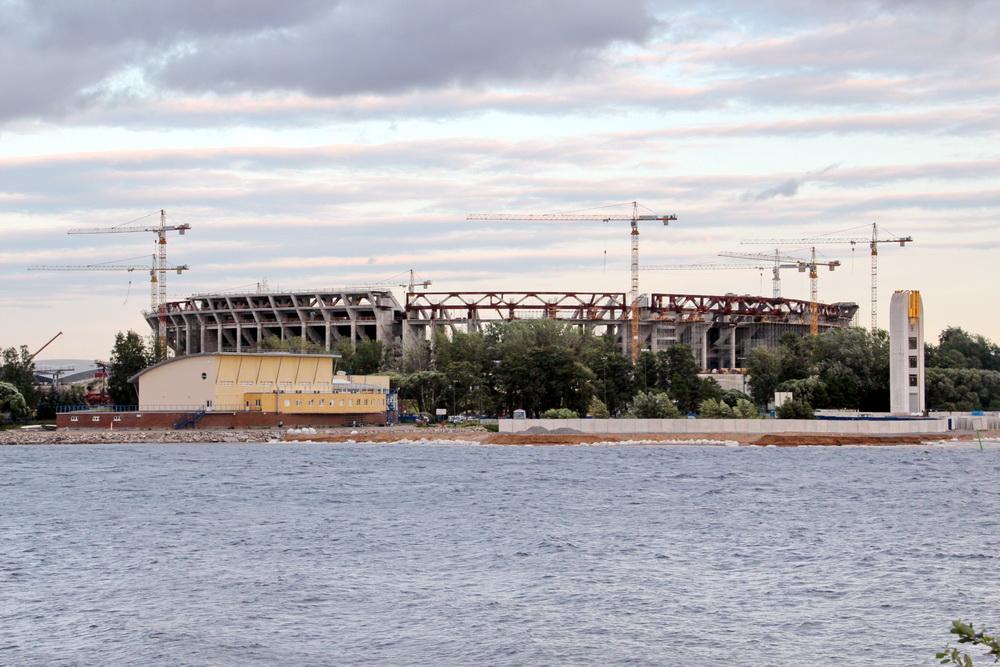 Строительство стадиона из парка 300-летия