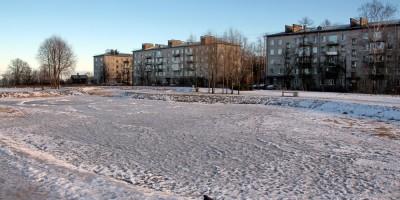 Ломоносов, пруд в сквере
