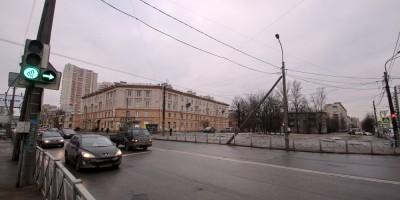 Угол улицы Коммуны и Ириновского проспекта