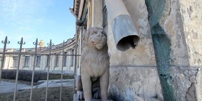Дача Кушелевых-Безбородко, лев и водосточная труба