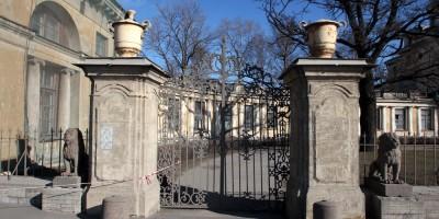 Дача Кушелевых-Безбородко, ворота