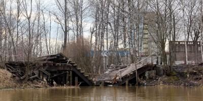 Безымянный ручей, обвалившийся мост