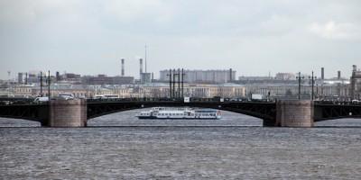 Большая Нева, Дворцовый мост