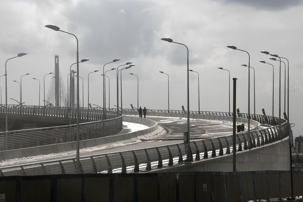 Яхтенный мост, проезжая часть
